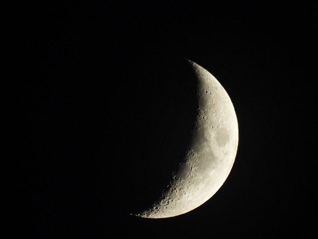 coolpix_p950_moon_mode--original.jpg